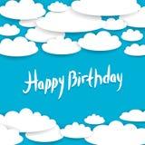 Fondo blu astratto, cielo, nuvole bianche Scheda di buon compleanno Immagine Stock