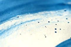 Fondo blu astratto dell'acquerello di tiraggio della mano fotografia stock