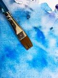 Fondo blu con il pennello Immagini Stock Libere da Diritti