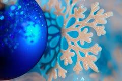 Fondo blu del fiocco di neve macro Fotografie Stock