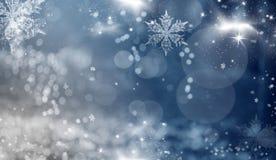 Fondo blu dell'estratto di festa con le stelle ed i fiocchi di neve Immagini Stock