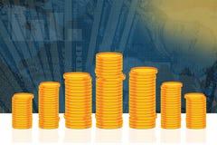 Fondo blu di finanza e di affari con la pila di monete dorate Fotografia Stock Libera da Diritti