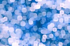 Fondo blu luminoso con bokeh Bolle colorate luminose fotografia stock