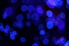 Fondo blu scuro fantastico del bokeh e confuso di tema nella caverna mystry immagini stock libere da diritti
