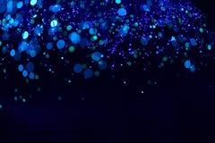 Fondo blu scuro fantastico del bokeh e confuso di tema nella caverna mystry immagine stock