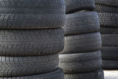 Fondo borrado de los neumáticos de automóvil fotografía de archivo libre de regalías