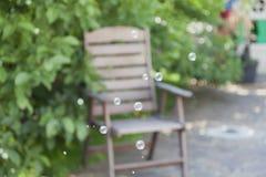 Fondo borroso con las burbujas de jabón Fotos de archivo libres de regalías