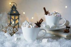 Fondo borroso de la bebida de la especia de la helada del invierno y del chocolate de la Navidad Imagen de archivo