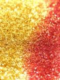Fondo borroso de la chispa de oro y roja del brillo foto de archivo libre de regalías