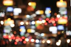 Fondo borroso del camino con los coches de itinerancia en la noche Imagen de archivo libre de regalías