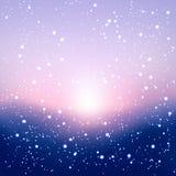Fondo borroso del invierno con nieve y salida del sol