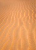 Fondo borroso textura de la duna de arena Fotos de archivo libres de regalías