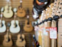 Fondo borroso tienda de la guitarra Fotografía de archivo libre de regalías