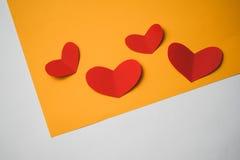 Fondo brillante con los corazones Fotografía de archivo