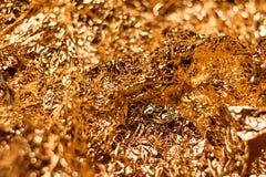 Fondo brillante metallico di struttura della carta da imballaggio della foglia della stagnola di oro per l'elemento della decoraz Immagine Stock Libera da Diritti