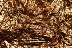 Fondo brillante metallico di struttura della carta da imballaggio della foglia della stagnola di oro per l'elemento della decoraz Immagine Stock