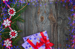 Fondo celebrador con un regalo y una puntilla Fotos de archivo