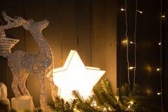 Fondo celebrador con una estrella y un ciervo ardientes Fotos de archivo libres de regalías