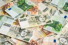 Fondo checo y euro de los billetes de banco Fotos de archivo libres de regalías