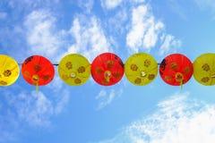 Fondo chino del cielo azul de las linternas imágenes de archivo libres de regalías