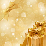 Fondo chispeante del oro con la cinta del oro libre illustration