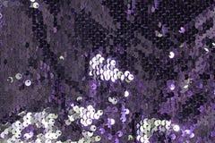 Fondo chispeante metálico de las escalas de las lentejuelas, lentejuelas redondas en vestido de la moda foto de archivo