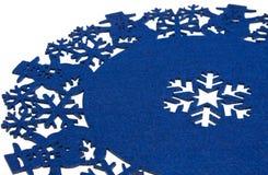 Fondo circolare blu di Natale con i pupazzi di neve ed i fiocchi di neve Fotografie Stock Libere da Diritti