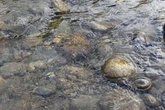 Fondo claro del río de la montaña Imagen de archivo libre de regalías