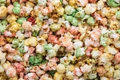 Fondo colorato di struttura del popcorn Popcorn dolce Fotografie Stock