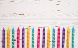Fondo coloreado arco iris de la vela del cumpleaños Imagen de archivo libre de regalías