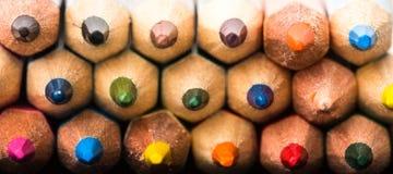 Fondo coloreado de los lápices Surtido de lápices coloreados, color Fotografía de archivo