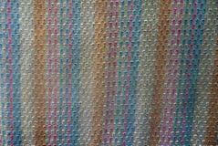 Fondo coloreado de un pedazo de paño cubierto con un modelo Imagen de archivo libre de regalías