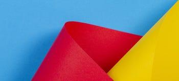 Fondo colorido abstracto Papel amarillo de color de azul rojo en formas geométricas fotografía de archivo