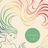 Fondo colorido con la muchacha hermosa con el pelo ondulado largo Foto de archivo