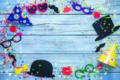 Fondo colorido con los apoyos de la cabina del carnaval Imagen de archivo libre de regalías