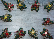 Fondo colorido corazón verde del material, botones, cuerda Fotos de archivo
