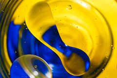 Fondo colorido de descensos del agua Imagenes de archivo