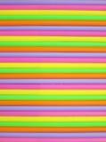 Fondo colorido de las pajas de beber Fotos de archivo