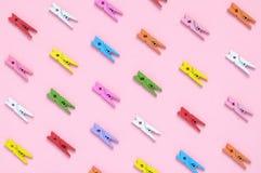 Fondo colorido de las pinzas Fotografía de archivo libre de regalías