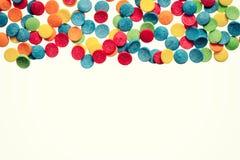 Fondo colorido del confeti con el espacio libre Foto de archivo libre de regalías