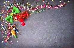 Fondo colorido del cumpleaños o del carnaval Fotografía de archivo