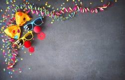 Fondo colorido del cumpleaños o del carnaval Fotografía de archivo libre de regalías