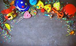 Fondo colorido del cumpleaños o del carnaval Imagenes de archivo