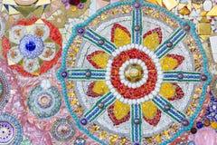 Fondo colorido del extracto del mosaico hecho del vidrio quebrado y del cer Fotos de archivo libres de regalías