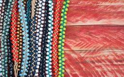 Fondo Colourful dei braccialetti della perla Immagine Stock