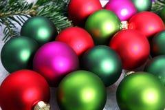 Fondo Colourful della bagattella di Natale Fotografie Stock Libere da Diritti