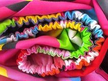 Fondo completo del marco de la textura colorida de la almohada y de las hojas de cama Foto de archivo