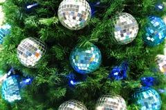 Fondo conífero de la Navidad del ` s del Año Nuevo de artificial verde Imagen de archivo