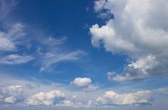 Fondo con el cielo y las nubes Imagen de archivo libre de regalías
