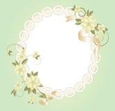 Fondo con el marco del cordón con las flores Imágenes de archivo libres de regalías